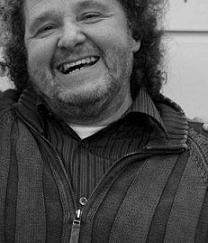 Julio Ruiz, periodista polifacético, dirige y conduce desde hace más de tres décadas uno de los programas con más solera de Radio 3, Disco Grande, ... - julio_ruiz