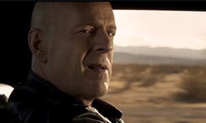 Bruce-Willis-in-Stylo-vid-002