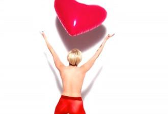 Nuevo topless publicitario de Miley Cyrus