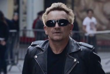 U2 tocan en el Metro y casi nadie se para