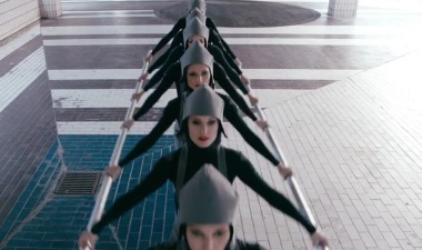 Michel Gondry dirige 'Go' de Chemical Brothers