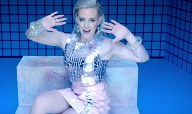 Hilary Duff convierte el vídeo de 'Sparks' en un anuncio de Tinder