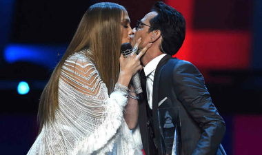 jennifer-lopez-marc-anthony-onstage-latin-grammys-2016-billboard-kiss-1548